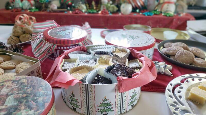 Christmas-Tins-Assembly-Cookies